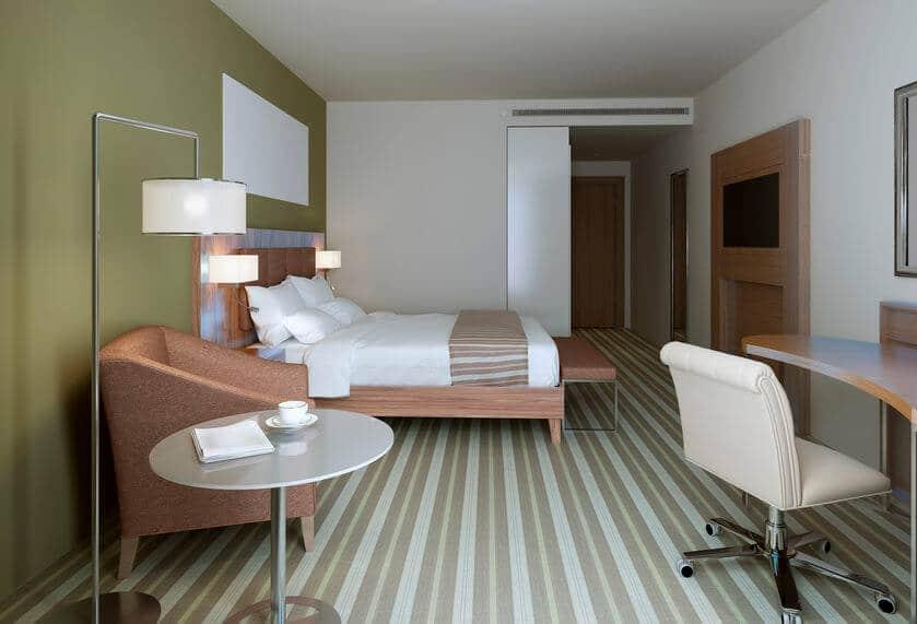 chambre peinte en 2 couleurs douces