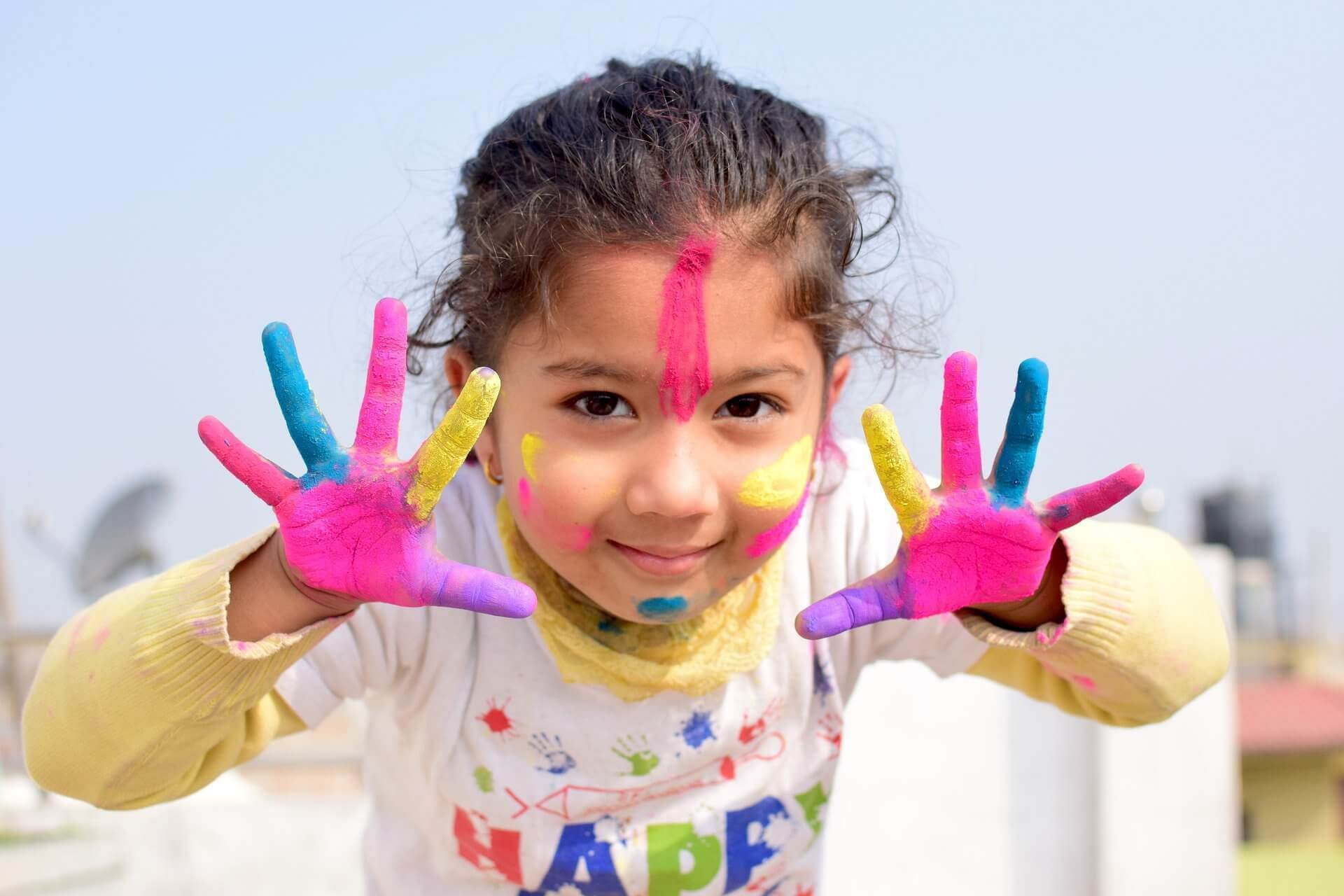 happy colors sur un enfant