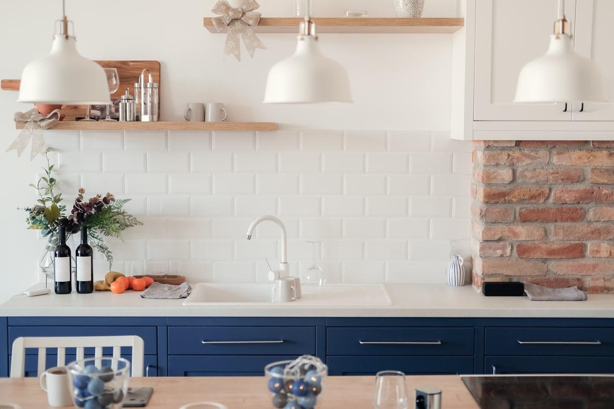Du bois sur les murs de la cuisine