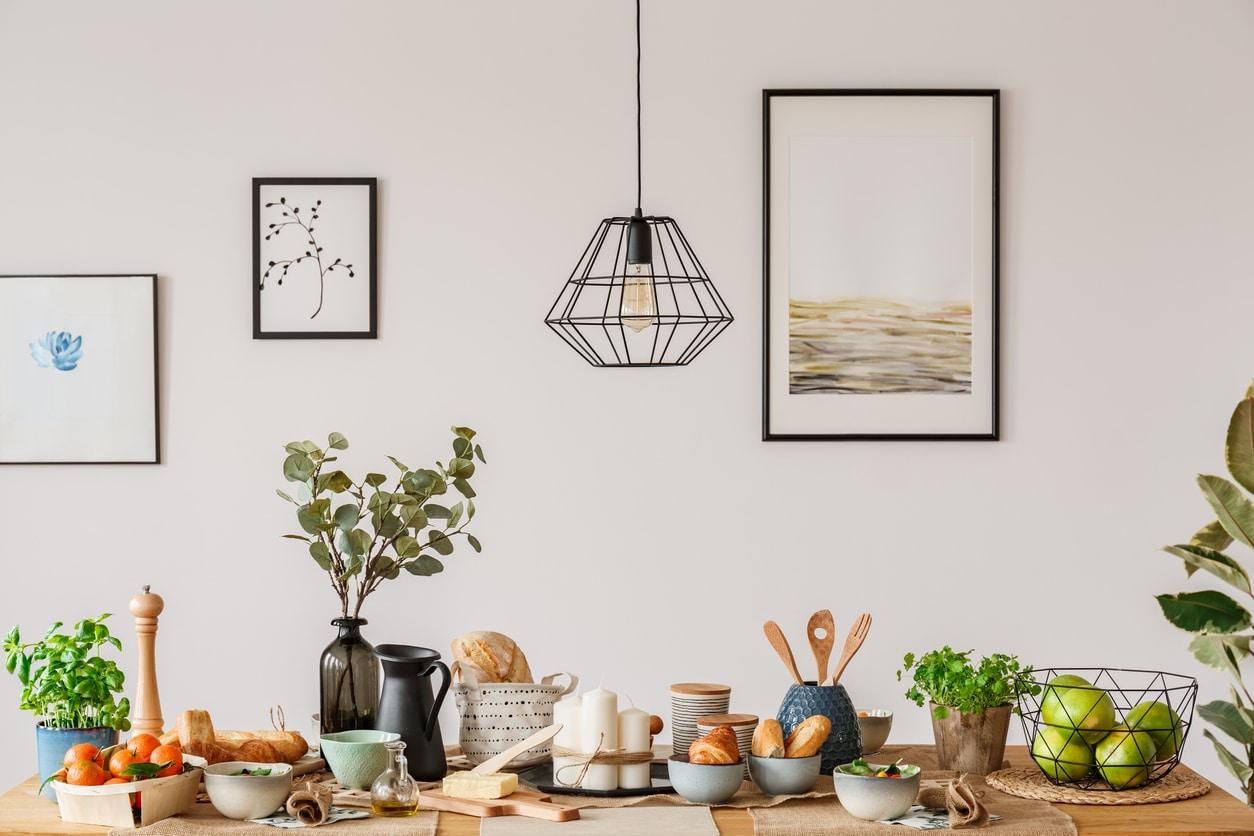 Tableau d'art dans une cuisine
