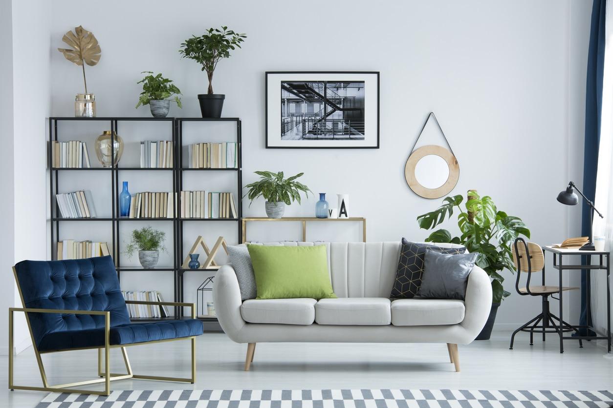 Coin de lecture dans un salon moderne