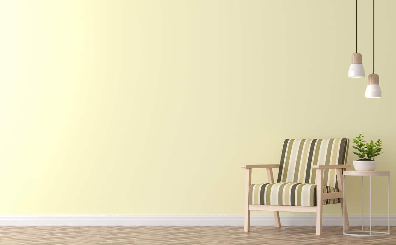 décoration avec mur jaune pale