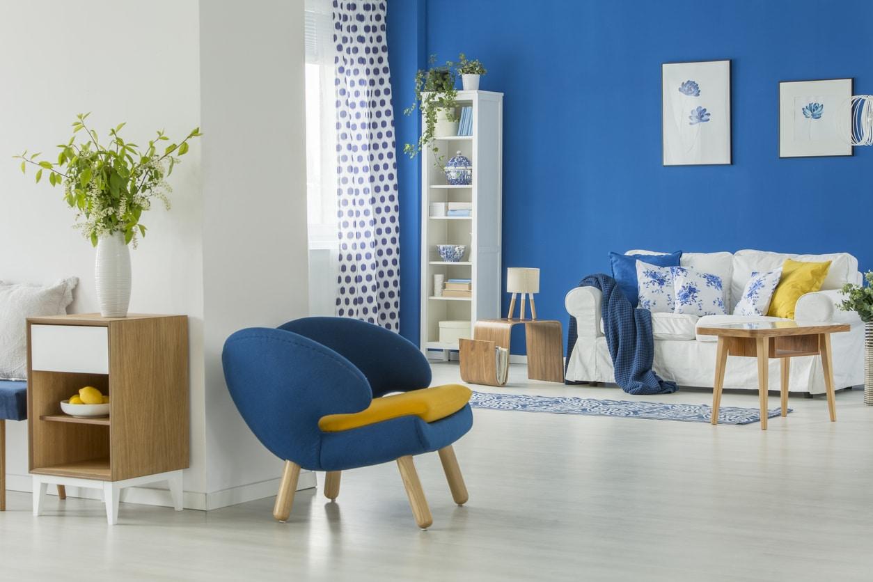 décoration scandinave avec du bleu et du jaune
