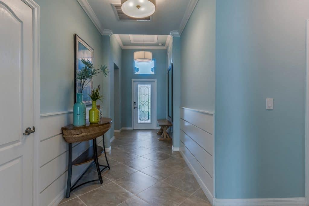 peinture bleue - couloir