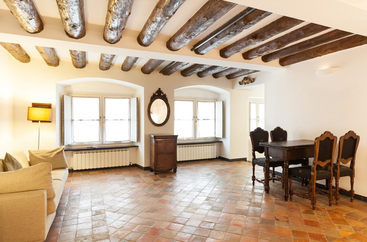 appartement vintage avec des tomettes rouges