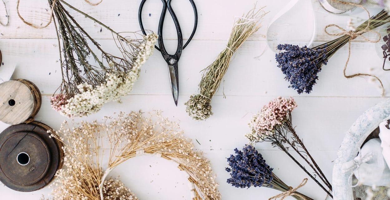 Faire sécher des fleurs pour la décoration, le mode d'emploi