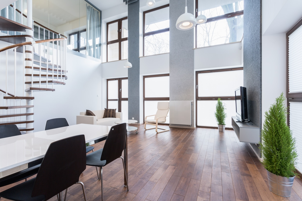 fenêtres hautes - living room